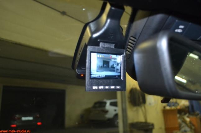 экран видеорегистратора