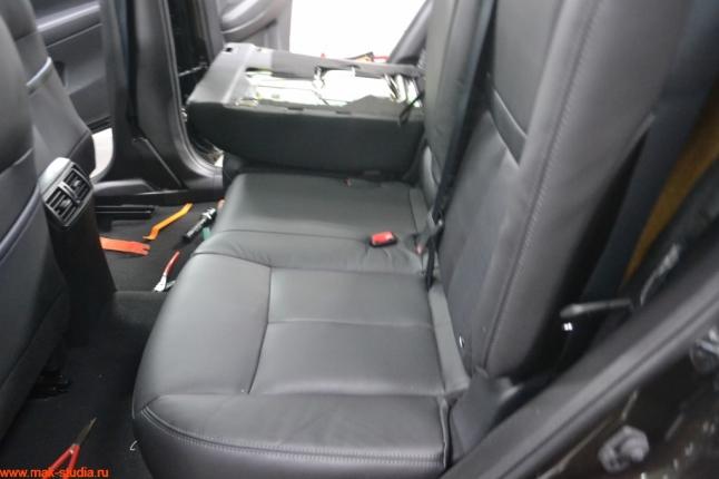 Разбираем сиденье автомобиля