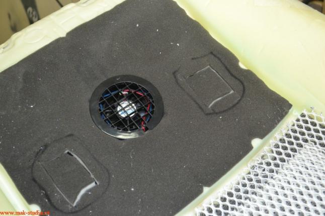 Расположение вентиляции и вибромассажёра на подушке