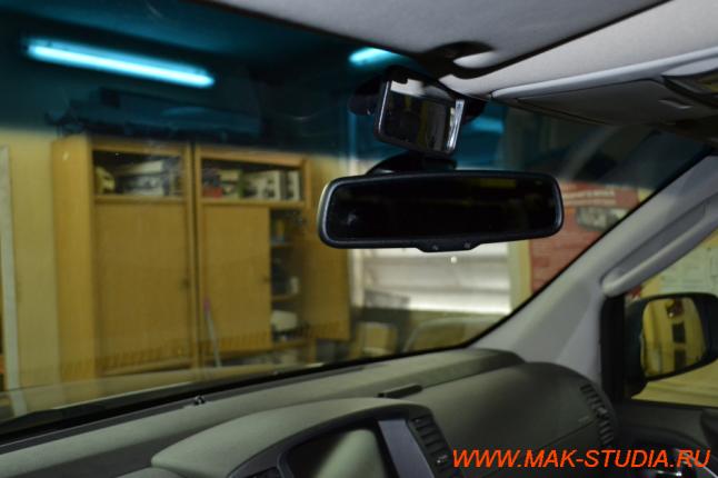 В салоне камеры совсем не мешают водителю