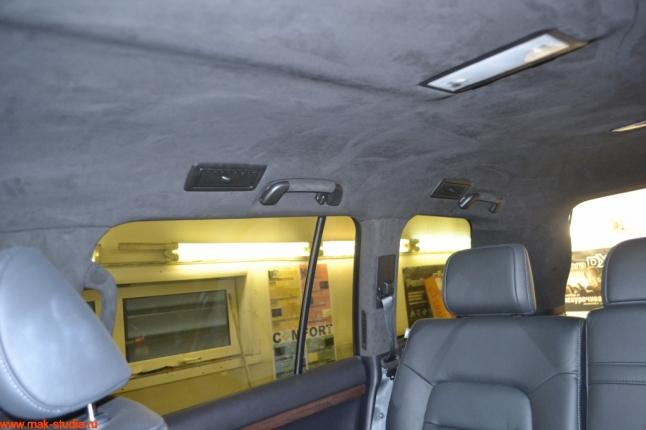 потолок в алькантару, пластик перекрашен в чёрный мат-отличное сочетание!