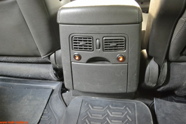 кнопки включения подогрева заднего сиденья