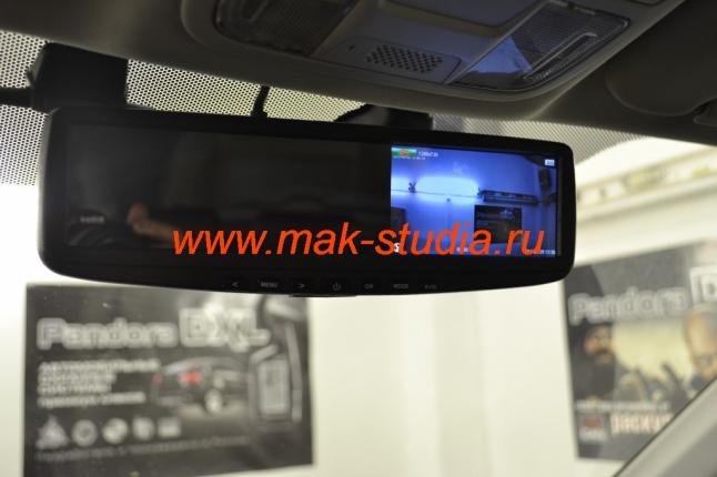 Зеркало с видеорегистратором: экран для просмотра изображения