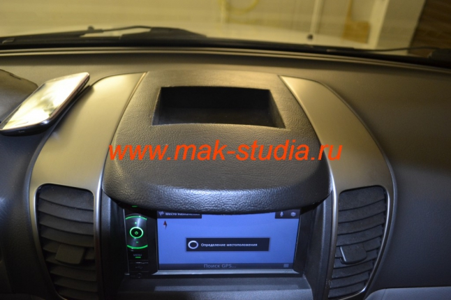 Штатное головное устройство Kia Sorento - в верхнем козырьке изготовили карман для телефонов и мелочи