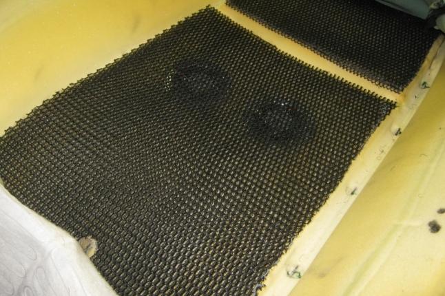 специальная сетка-позволяет распределяться воздуху по всей площади