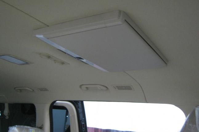 потолочный монитор установлен