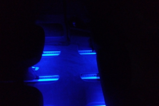 А так выглядит дополнительная подсветка салона в ногах