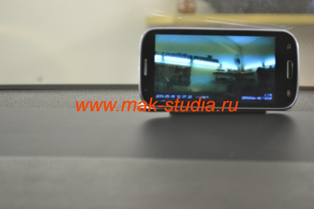 Камера видеорегистратора напрямую транслирует изображение на Ваш телефон.