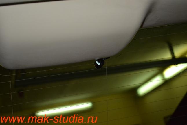 Видеорегистратор Intro sdr-g40: камера заднего вида довольно небольшого размера