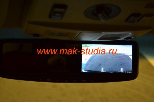 Передняя камера видеорегистратора - контроль съёмки через монитор встроенный в зеркало