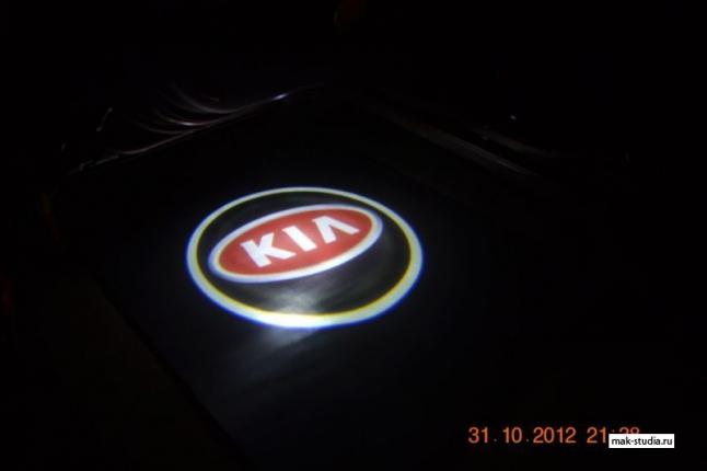Лазерная проекция логотипа авто