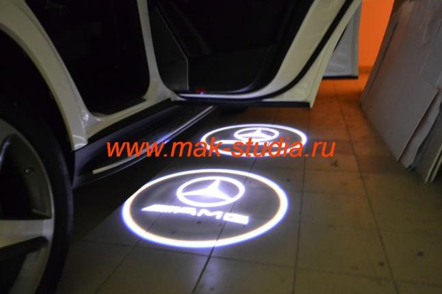 Лазерная проекция логотипа автомобиль