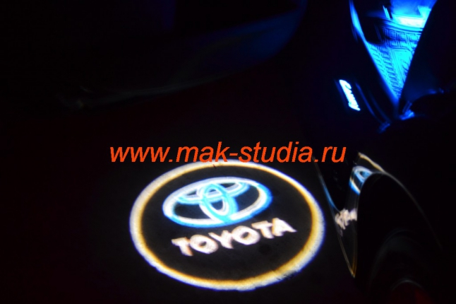 Лазерная проекция логотипа автомобиля на Toyota