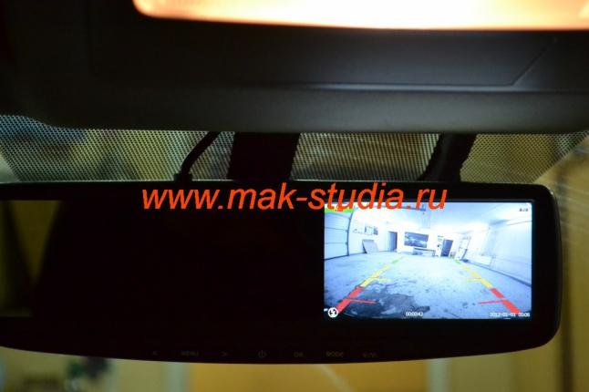 Видеорегистратор-передняя камера на экране.