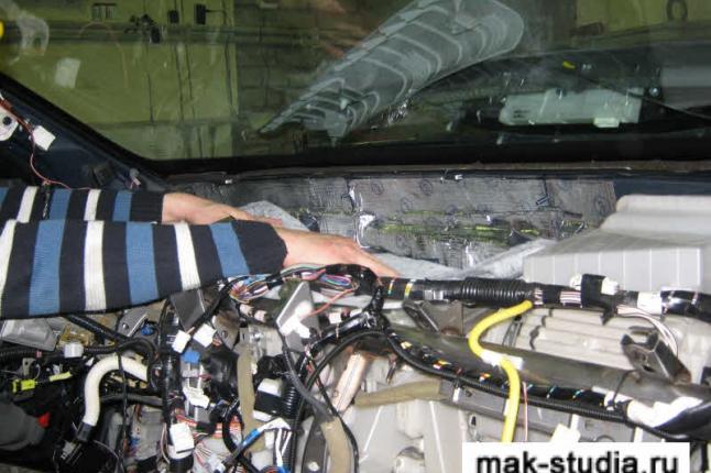 Шумоизоляция перегородки между моторным отсеком и салоном
