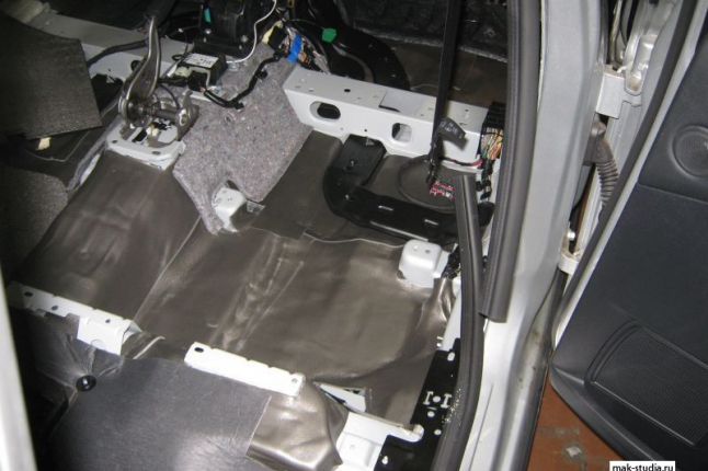 И слой теплошумоизолятора