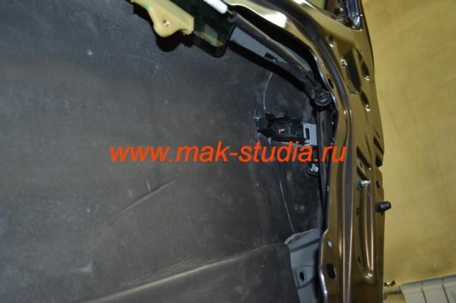 Шумоизоляция дверей автомобиля - сплен клеим также со 100% перекрытием, для получения максимального эффекта