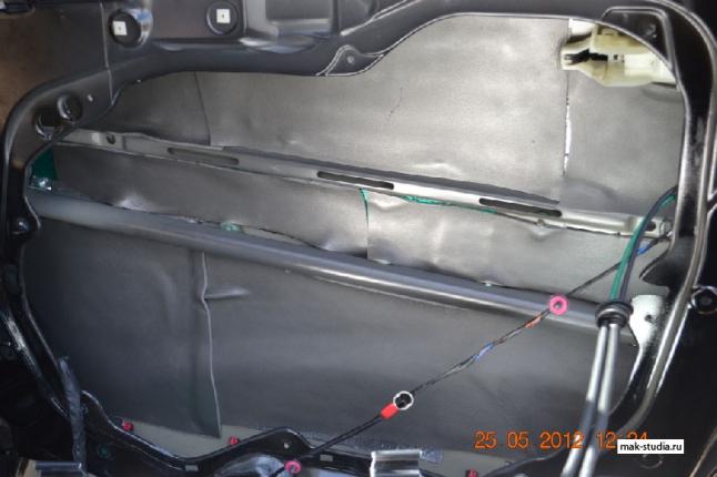 Шумоизоляция дверей автомобиля - мы клеим со 100% перекрытием всей площади, для достижения максимального эффекта