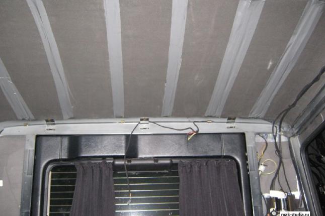 И на потолке