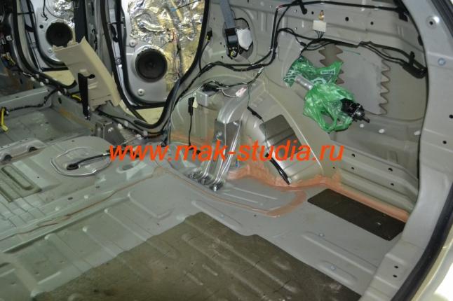Пол авто без изоляции