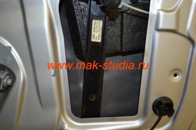 Сплэн - теплошумоизолятор (погасит шумы и, как термос, сбережёт микроклимат в салоне)