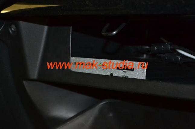 Автовидеорегистратор скрыт в бардачке