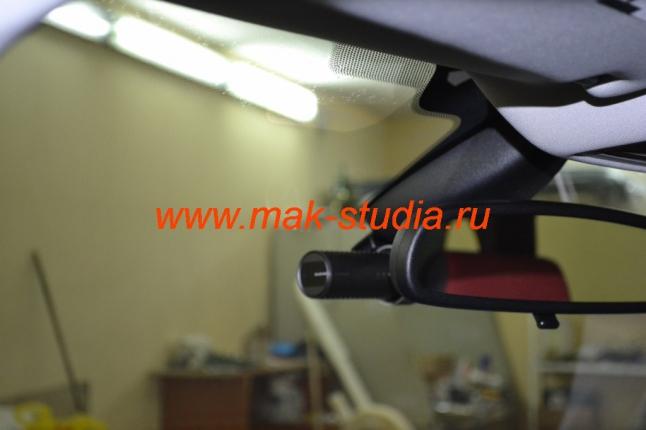 Установка видеорегистратора Blackvue DR 500 под зеркало заднего вида