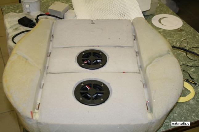 В подготовленные отверстия устанавливаем вентиляторы