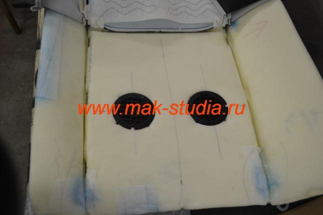 Размечаем и устанавливаем вентиляторы вентиляции сидений