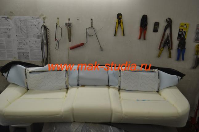 Разбираем заднее сиденье и готовим его к установке вентиляции сидений