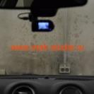 Видеорегистратор совсем не мешает обзору с места водителя.