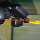 Автомобильный видеорегистратор скрытой установки: передняя камера установлена.