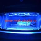 Подсветка багажника тоже синяя