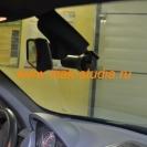 Со стороны водителя регистратор совершенно не мешает обзору