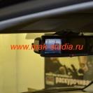 Видеорегистратор в зеркале заднего вида совершенно не мешает водителю
